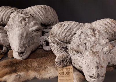 Ramkop wit grijs van aardewerk